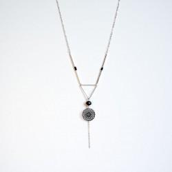Collier couleur argent estampe noire